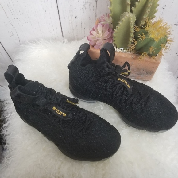 sale retailer cf0a0 eb817 Nike Lebron 15 Metallic Gold size 5Y